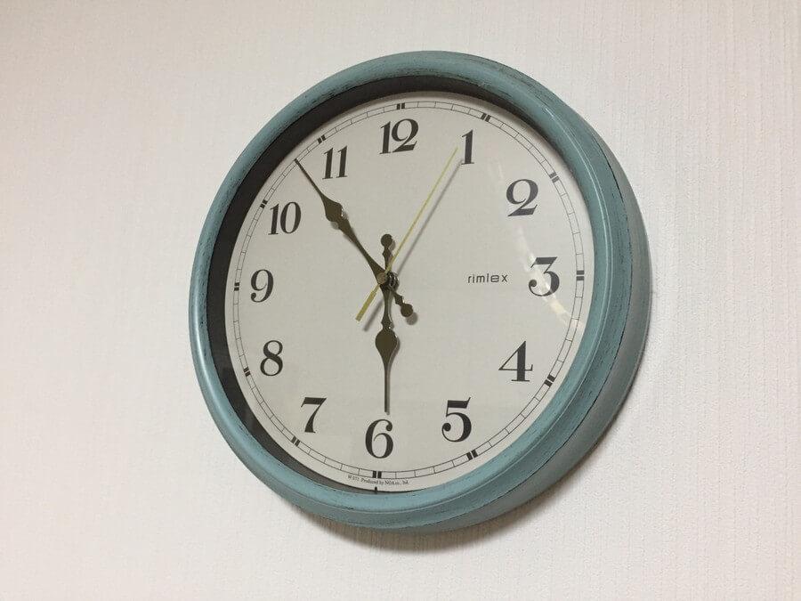 壁にかけた時計